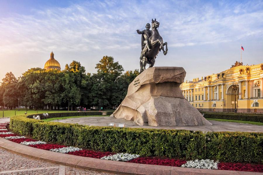 Санкт-Петербург приглашает в гости #Moskva